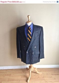ON SALE Vintage Mens Double Breasted Raw Silk Sport Coat - Dark Navy  - 42L - Classic Style