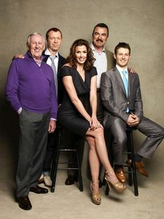 Family Business: The cast of Blue Bloods- Tom Selleck, Bridget Moynahan, Donnie Wahlberg, Will Estes, and Len Cariou- photographed by Patrick Demarchelier for Watch! Tom Selleck Blue Bloods, Blue Bloods Tv Show, Movie Stars, Movie Tv, Jesse Stone, Bridget Moynahan, Crime, Image Film, Donnie Wahlberg
