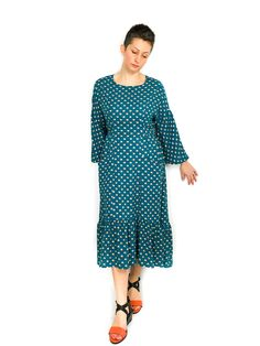 The Jasmine Tee and Dress sewing pattern from Dhurata Davies Patterns is an easy to wear and loose fitting garment with no closures or darts. Patterned Sheets, Sewing Blogs, Woven Fabric, Chambray, Sewing Patterns, Tees, How To Wear, Print Format, Darts