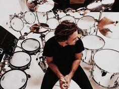 New gram from Ashton Sounds drums feels drums by ashtonirwin 5sos Ashton, 1d And 5sos, Ashton Irwin Hot, Ashton Irwin Drums, Luke Roberts, 5secondsofsummer, Michael Clifford, Michael Jackson, Calum Hood