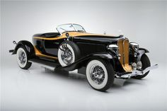 1932 AUBURN  SPEEDSTER CONVERTIBLE - sold at 2014 Barrett-Jackson Scottsdale Auction for $484,000.