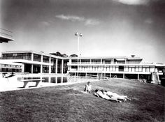 Vista de la piscina al aire libre, Centro Deportivo Israelita, Av. Ávila Camacho, Lomas de Sotelo, México DF 1955-1958  Arq. Vladimir Kaspé - View of the outdoor swimming pool, Jewish Sports Center, Lomas de Sotelo, Mexico City 1955-1958