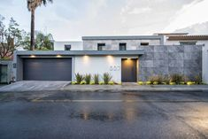 House Fence Design, Exterior Wall Design, Modern Fence Design, Small House Design, Facade Design, Modern Entrance, House Entrance, Modern Bungalow House, Model House Plan