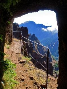 Pico Ruivo - Fique a conhecer os tesouros da Madeira em: www.asenhoradomonte.com