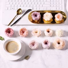 "143 Likes, 3 Comments - 워니본 플라워케이크 Flowercake class (@wonybon) on Instagram: ""즐거운 워니본꽃요일-! . #워니본꽃요일 #커피 #플라워케이크 #buttercream #dessertporn #koreanflowercake #decoration #데일리…"""