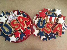 USA Royal Icing Sugar Cookies by @cookiesbykatewi #usa #4thofJuly #patriotic…