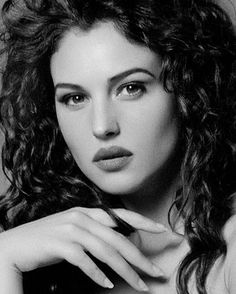 The goddess Hera Monica Belluci Malena, Monica Bellucci Young, Book 15 Anos, Original Supermodels, Italian Actress, Italian Beauty, Black And White Portraits, Hollywood Celebrities, Timeless Beauty