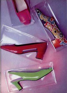 Wat kan een vrouw nou zonder haar bijpassende schoenen? Van sleehakken tot ballerina's, pumps of toch liever een een hak met een plateau? We hebben er kasten van vol !