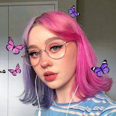 Hair Color Purple, Hair Dye Colors, Green Hair, Aesthetic Hair, Aesthetic Makeup, Blonde Aesthetic, Split Dyed Hair, Half Dyed Hair, Half Colored Hair