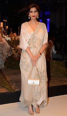 Sonam Kapoor is seen here attending the Anamika Khanna show at the ongoing FDCI India Couture Week (ICW) a five-day fashion event which kick-st. Muslim Fashion, Bollywood Fashion, Indian Fashion, Bollywood Saree, Anamika Khanna, Event Dresses, Casual Dresses, Fashion Dresses, Sonam Kapoor