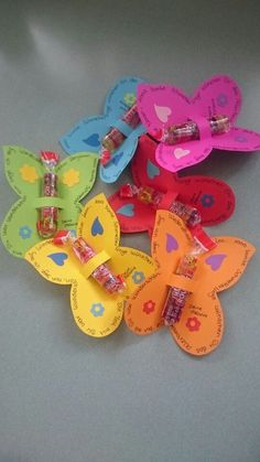 Children's stuff // Farewell gift kindergarten moreWhat to Consider When Choosing a Gift?At the start of simple to avoid mistakes, the gift is to choose the gifts that happens to be made for you rather than the personality of the people you are g Diy For Kids, Crafts For Kids, Kindergarten Portfolio, Kindergarten Gifts, Farewell Gifts, Diy Presents, Little Gifts, Kids And Parenting, Birthday Invitations