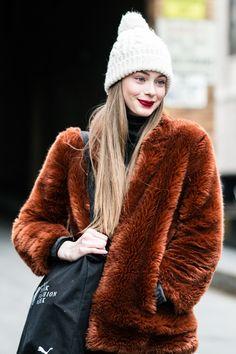 La Fashion Week automne-hiver 2016-2017 de New York bat son plein, découvrez les meilleurs looks pris sur le vif à la sortie des défilés. Photos par Sandra Semburg.
