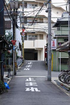 JAPANESE SUBURBIA - dontrblgme2: |止まれ|止まれ (via m-louis)