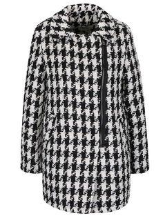 2900460afb0b Černo-krémový vzorovaný kabát s asymetrickým zapínáním Darling Caia Móda
