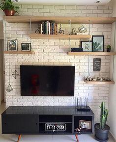 ✨ Essa parede já estava nos nossos planos há muito tempo. Living Room Tv, Home And Living, Living Room Shelves, Room Interior, Home Interior Design, Tv Wanddekor, Tv Wall Decor, Living Room Designs, Diy Home Decor