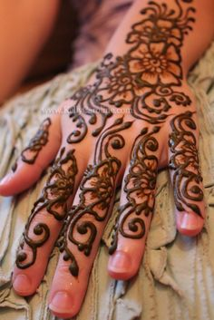 floral henna designs on the top of the hands by Kelly Caroline - henna artist -mehndi tattoo