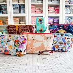 PatternPile.com - Sewing and Quilting Patterns for Creating Modern Bags, Hats, and Seasonal Quilts Sewing Tutorials, Sewing Projects, Youtube Sewing, Insulated Bags, Back To School Bags, Plastic Grocery Bags, Sewing School, Textiles, Snack Bags