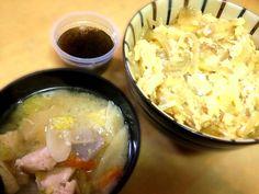 今日はあっさり!?和風で(๑>◡<๑) - 7件のもぐもぐ - カツ丼ととり野菜汁ともずく酢 by ritsuxdai