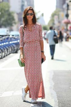 Street Style - New York Fashion Week Spring 2015 - gorgeous long sleeve maxi dress worn with sneakers Nyfw Street Style, Cool Street Fashion, Street Styles, Street Chic, Street Wear, Fashion Week, New York Fashion, Style Fashion, Fashion 2015