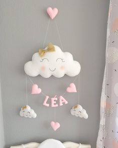 Cloud Garland and first name Diy Crafts Love, Felt Crafts, Baby Room Diy, Baby Room Decor, Homemade Easter Baskets, Diy Baby Gifts, Crochet Decoration, Felt Garland, Diy Presents