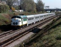 GO Transit Auxiliary Power Control Unit (APCU) leads 906 leads an outbound commuter along the Toronto Lakeshore. Go Transit, Via Rail, Station To Station, Railroad Pictures, Old Trains, Train Pictures, Control Unit, Diesel Locomotive, Jazz Age