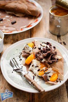 Czekoladowe naleśniki z mandarynkami i lodami brownie
