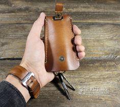 Купить или заказать Карманная ключница из натуральной кожи. Ручная работа.арт. HP 001 в интернет магазине на Ярмарке Мастеров. С доставкой по России и СНГ. Срок изготовления: 5-7 рабочих дней. Материалы: кожа натуральная. Размер: 80 мм. х 120 мм. (max длинна ключа 95 мм) Leather Key Holder, Leather Key Case, Leather Keychain, Leather Gifts, Leather Craft, Leather Wallet Pattern, Leather Workshop, Leather Projects, Leather Design