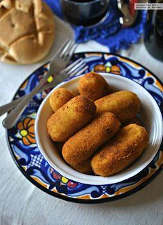 Croquetas de patata rellenas de morcilla y cebolla confitada. Receta