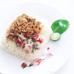 Nasi Udukayam suwir kecap Dan sambal matah.  Homemade  - Nasi uduk is an Indonesian style steamed rice cooked in coconut milk dish originally. -  Ayam kecap suwir ( shredded chicken with soy sauce). - and Sambal Matah from Bali . . . . #eatingwithhealthmag #healthyfoodshare #verilymoment #foodblogfeed #foodandwine #theartofslowliving #thechalkboardeats #thefeedfeed #morningslikethese #seekthesimplicity #gastroart #theartofplating #whiteismine #marthafood #dailyfoodfeed #eeeeeats…