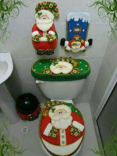 While on the topic of Christmas decorations, do not banish your bathroom to a cheerless corner. Decorate your bathroom with these Christmas bathroom décor ideas. Xmas Crafts, Christmas Projects, Felt Crafts, Christmas Time, Diy And Crafts, Merry Christmas, Felt Christmas Decorations, Christmas Ornaments, Holiday Decor