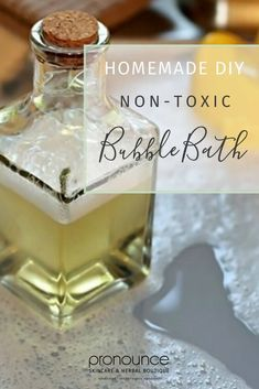 DIY Non-Toxic Bubble Bath (TWO Recipes Stop! Put that bottle back on the shelf! Learn two quick and easy DIY non-toxic bubble bath recipes that will give you peace of mind and fun times. Bubble Bath Homemade, Homemade Bubbles, Bubble Diy, Fondants Pour Le Bain, Boutique, Baby Bath Time, Bath Recipes, Soap Recipes, Bath Melts