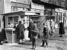 Berlin-DDR Ansichten: Kioske am Bahnhof Lichtenberg 1961