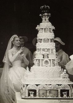 Princess Grace of Monaco after her church wedding on April She had mar. Princess Grace of Monaco after her church wedding on April She had married Prince Rainier the day before in a civil ceremony at The Palace. Grace Kelly Mode, Grace Kelly Wedding, Grace Kelly Style, Royal Brides, Royal Weddings, Royal Wedding Cakes, Royal Wedding Dresses, Old Hollywood Glamour, Classic Hollywood