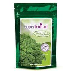 """<p> <span style=""""font-size:14px;""""><strong>Boerenkool </strong>is een van de meest voedingsrijke groenten op aarde. Het is een goede bron van vitamine K, A, C, B6 en bevat hoge concentraties van de mineralen calcium, kalium, natrium en ijzer. Het bezit veel vezels en heeft verschillende antioxidanten waaronder de stof sulforafaan. Ons boerenkool poeder is biologisch en kan gemengd worden in uw groene smoothie.</span></p> <p> <strong>&"""