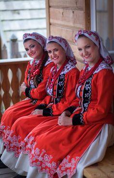 Regional costumes from Kraków East, Poland. Folk Fashion, Fashion Art, Polish Embroidery, Polish Clothing, Polish Folk Art, Costumes Around The World, Arte Popular, Folk Costume, Krakow