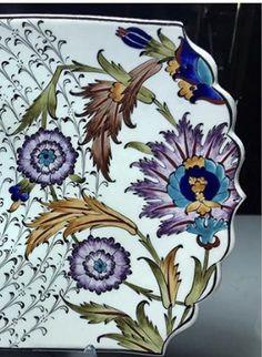 Ceramic Design, Ceramic Art, Islamic Patterns, China Painting, Botanical Art, Beaded Embroidery, Tulips, Pottery, Ceramics