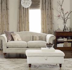 Beautiful Curtains by Laura Ashley for a Warm and Personal Interior Curtains Living, Modern Curtains, Living Room Furniture, Home Furniture, Furniture Design, Living Room Wallpaper Laura Ashley, Chateauneuf Du Pape, Ashley Home, Beautiful Curtains