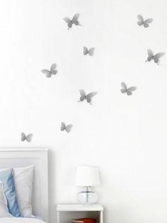 9 hezkých, létajících motýlků vytvoří atmosféru klidu a krásy vašeho pokoje. Tři velikosti, od nejmenšího motýla 5 x 6 x 1 cm až 9 x 10 x 3 cm.