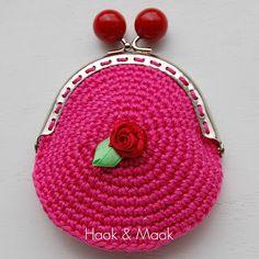 Haak by Daphne Diy Crochet Coin Purse, Crochet Purses, Crochet Wallet, Free Crochet, Knit Crochet, Knitted Bags, Rommel, Purses And Bags, Crochet Patterns