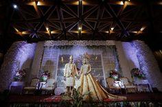 Wedding pose , moment wedding , tradisional wedding of South Sumatera , wedding Indonesia , bridestory