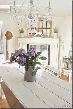 Hydrangea Love (Buckets Of Burlap) Vintage Kitchen Decor, Shabby Chic Kitchen, Shabby Chic Cottage, Cottage Style, Burlap Kitchen, Shabby Chic Style, Shabby Chic Decor, Romantic Homes, Master Bedroom Design