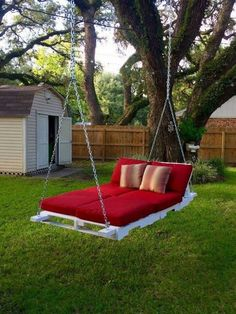You possibly can make your property a whole lot more specific with backyard patio designs. You can change your backyard into a state like your dreams. You won't have any trouble at this point with backyard patio ideas. Outdoor Beds, Outdoor Pallet, Garden Pallet, Outdoor Decor, Pallet Patio, Pallet Sofa, Diy Swing, Pallet Swing Beds, Pallet Swings