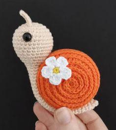Crochet Patterns Amigurumi, Knitting Patterns, Crochet Hats, Beginner Crochet Projects, Crochet For Beginners, Homemade Cat Toys, Patron Crochet, Dou Dou, Fabric Dolls