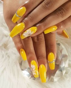 Trendy Yellow Nail Art Designs To Make You Stunning In Summer;Acrylic Or Gel Nails; French Or Coffin Nails; Matte Or Glitter Nails; Acrylic Nail Art, Acrylic Nail Designs, Nail Art Designs, Yellow Nails Design, Yellow Nail Art, Neon Yellow, Pastel Yellow, Nails Kylie Jenner, Mauve Nails