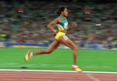 Cathy Freeman, sprinter who at the 2000 Olympics in Sydney became the first Australian Aboriginal person to win an individual gold medal. Ffa, Cross Country, 2000 Olympics, Marathon, Olympic Flame, Athletic Events, Olympic Gold Medals, Commonwealth Games, Sport Icon