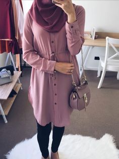 Looking for some colorful hijab inspiration? We share our lovable casual outfits from floral tops and blouses to cardigans. These outfits blooms are perfect Hijab Casual, Modest Fashion Hijab, Modern Hijab Fashion, Muslim Women Fashion, Islamic Fashion, Hijab Chic, Casual Outfits, Mode Outfits, Fashion Outfits