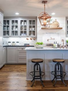 Chip and Joanna Gaines Kitchen Design. Chip and Joanna Gaines Kitchen Design. Perfect Kitchen Courtesy Of Chip and Joanna Gaines White Fixer Upper Kitchen, New Kitchen, Kitchen Decor, Kitchen Ideas, Kitchen Country, Kitchen Colors, Kitchen Designs, Copper Kitchen, Fixer Upper Hgtv