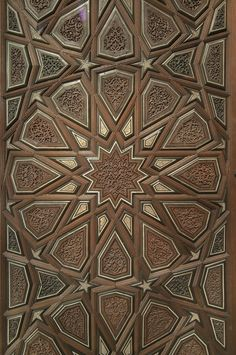 love the star/switch making a new larger one...Arts de l'Islam - Motifs géométriques - Museum of Islamic Art, Doha (Qatar)