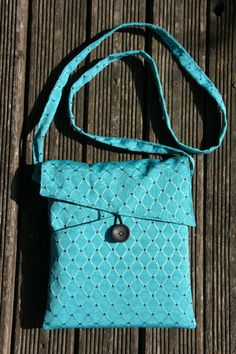 Crochet bags purses 311452130477874942 - Petit sac multipoche – tutoriel couture chez Makerist Source by Ryciia Sewing Hacks, Sewing Tutorials, Sewing Patterns, Sewing Tips, Diy Bags Purses, Leftover Fabric, Love Sewing, Little Bag, Sewing Projects For Beginners