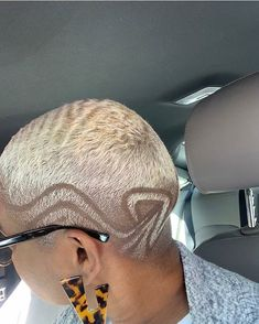 Sis is on another level 😯 waves, cut and colour on point 🔥🔥🔥 👩🏾‍🦲 ✂️ . Short Hair Designs, Shaved Hair Designs, Very Short Hair, Short Hair Cuts, Short Hair Styles, Natural Hair Cuts, Natural Hair Styles, Short Bleached Hair, Haircut Designs